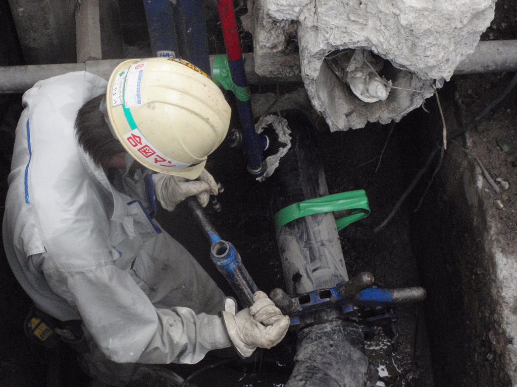 小口径管の切断(ロータリーカッター使用)
