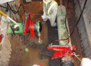 遠隔油圧切断装置(特許取得)で既設ガス管の切断