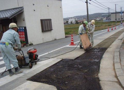 アスファルト乳剤(舗装用液体接着剤)散布状況