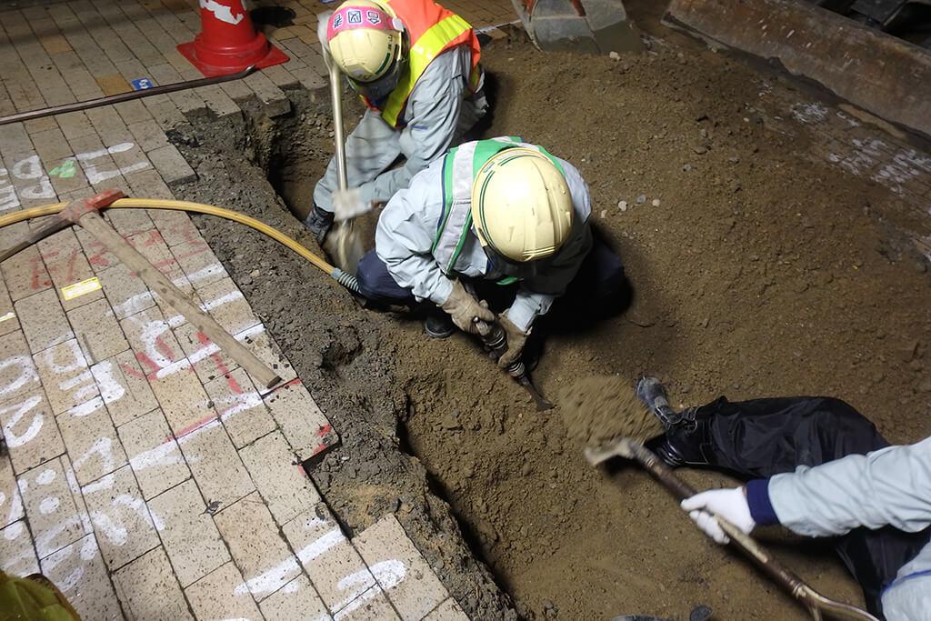 地下埋設物試掘手掘り